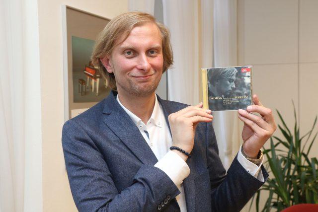 Klavírista Ivo Kahánek s nominovanou nahrávkou | foto: Kateřina Motlová