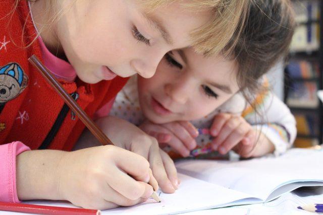 Děti, třída, škola, školství (ilustrační foto)