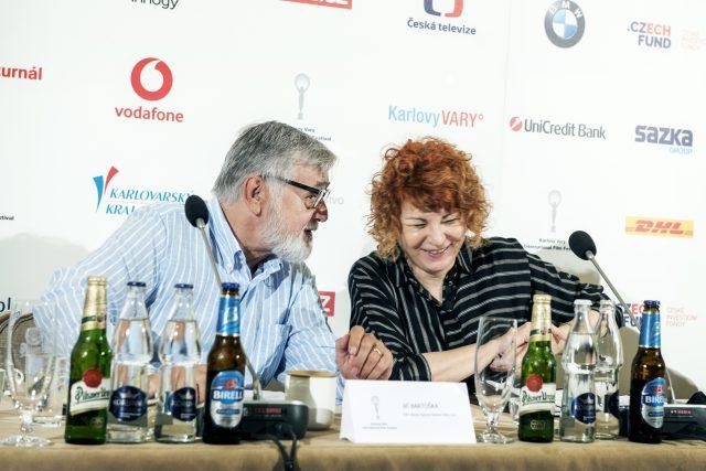 Jiří Bartoška a Uljana Donátová,  TK 54. Mezinárodní filmový festival Karlovy Vary | foto: Michaela Danelová,  iROZHLAS.cz