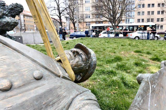 Detail Koněvovy sochy při přesunu z náměstí Interbrigády.