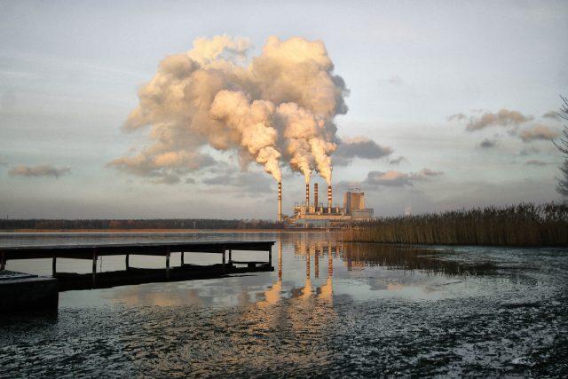 Továrna,  elektrárna,  teplárna,  kouř,  smog,  životní prostředí  (ilustrační foto) | foto: jwvein,  Pixabay