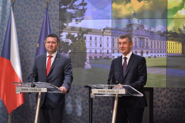 Ministr vnitra a zahraničí Jan Hamáček a premiér Andrej Babiš