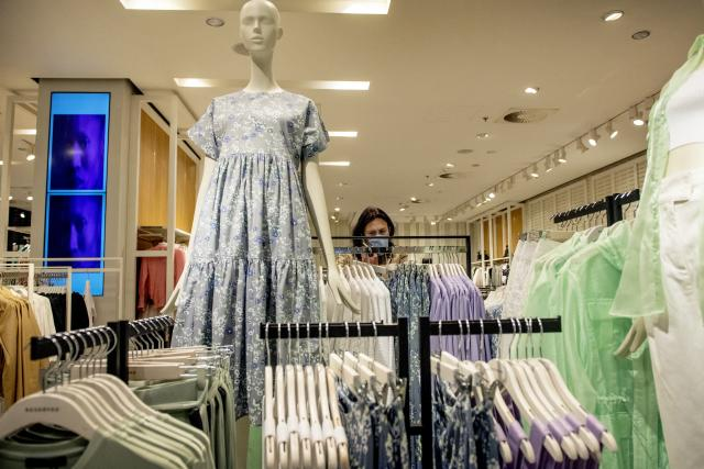 Obchod s oblečením ve znovuotevřeném obchodní centru.