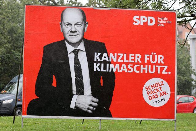 Plakát Olafa Scholze – německého ministra financí a vicekancléře vlády Angely Merkelové,  kterého sociální demokraté před rokem jmenovali volebním lídrem strany | foto: Reuters
