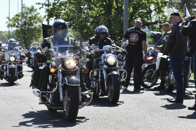 Desítky motorkářů z ruského nacionalistického klubu Noční vlci a jejich příznivců se sjely 7. května 2018 v Průhonicích u Prahy. Odtamtud zamířili na Olšanské hřbitovy.