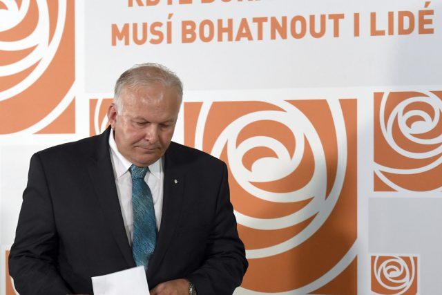 Odstupující ministr práce a sociálních věcí Petr Krčál z ČSSD při tiskové konferenci v Lidovém domě.