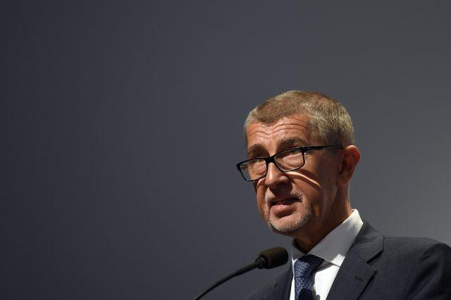 Premiér Andrej Babiš podle očekávání obhájil pozici předsedy hnutí ANO