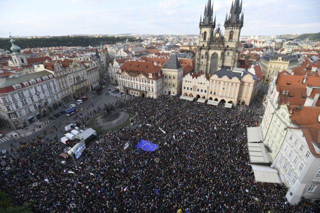 V Praze, Brně a Ostravě vyrazili v pondělí večer do ulic lidé nespokojení s vládními změnami