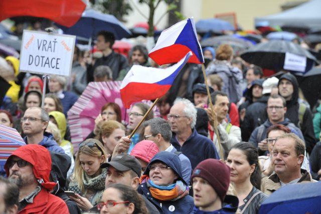 Demonstrace proti Marii Benešové v Brně.