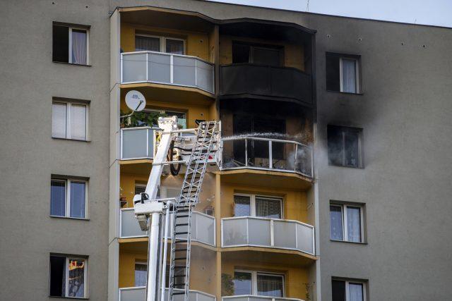 V Bohumíně začalo hořet v jednom z bytů v jedenáctém patře, jedenáct lidí zemřelo