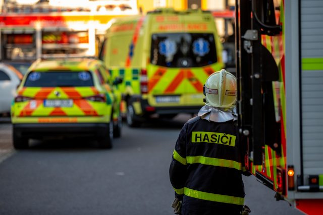 Při požáru bytové jednotky v panelovém domě zemřelo celkem jedenáct osob