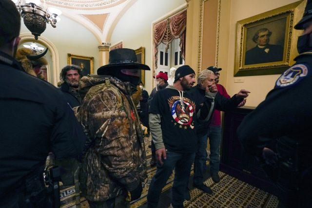 Trumpovi podporovatelé v Kapitolu | foto: ČTK / AP
