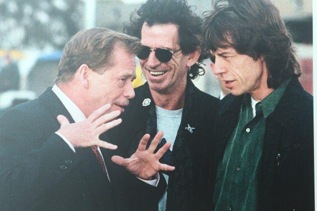 Někdejší prezident Václav Havel a členové kapely Rolling Stones Keith Richards a Mick Jagger