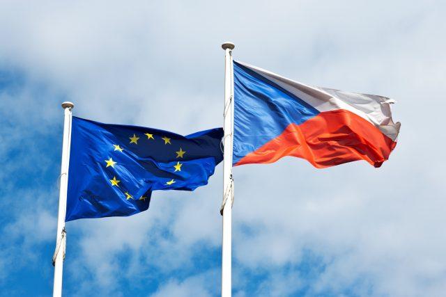 Vlajky EU a Česka | foto: Profimedia