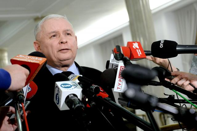 Předseda polské vládnoucí strany PiS Jarosław Kaczyński při tiskové konferenci v Sejmu (archivní foto)
