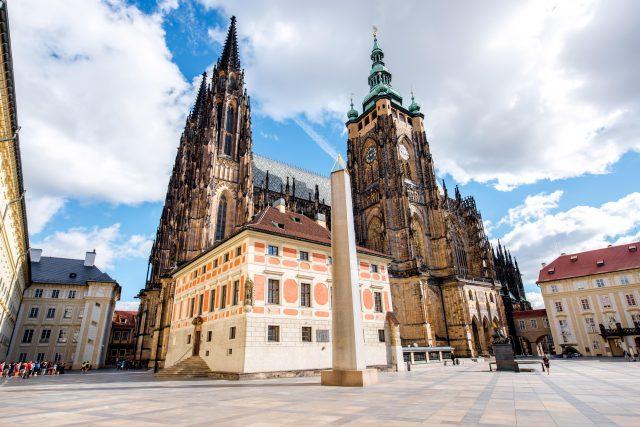 Dominantou třetího nádvoří Pražského hradu je katedrála svatého Víta
