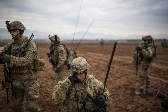 Australští vojáci v Afghánistánu během cvičné hlídky v okolí města Tarinkot, leden 2013 (ilustrační snímek).