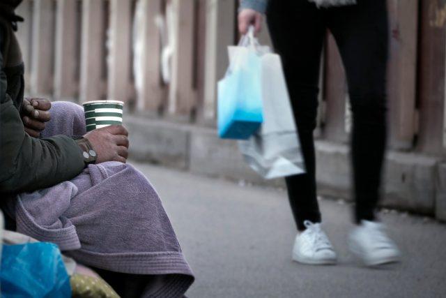 Žebrající bezdomovci