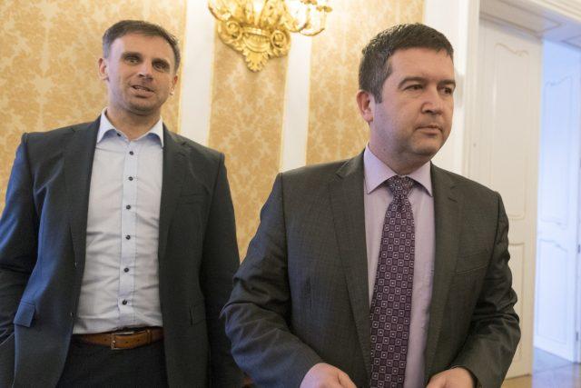 První místopředseda ČSSD Jiří Zimola a šéf strany Jan Hamáček