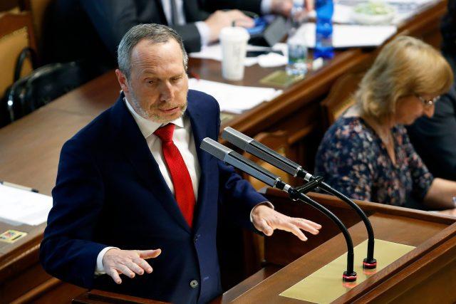 Václav Klaus mladší (nezr.) během jednání Poslanecké sněmovny