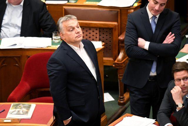 Maďarský premiér Viktor Orbán při středečním hlasování v parlamentu