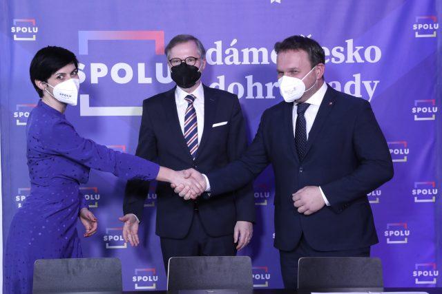 Čelní představitelé koalice SPOLU: (zleva) Markéta Pekarová Adamová (TOP 09), Petr Fiala (ODS) a Marián Jurečka (KDU-ČSL)