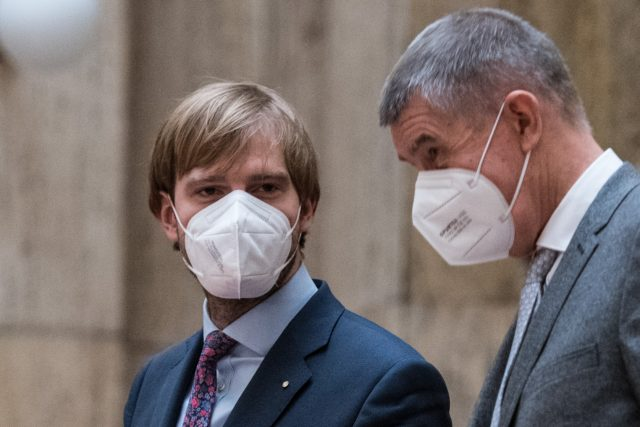 Adam Vojtěch a Andrej Babiš na tiskové konferenci na Ministrestvu zdravotnictví. | foto: René Volfík,  iROZHLAS.cz