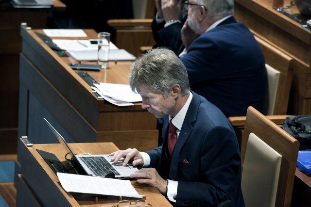 schůze Senátu, Miloš Vystrčil