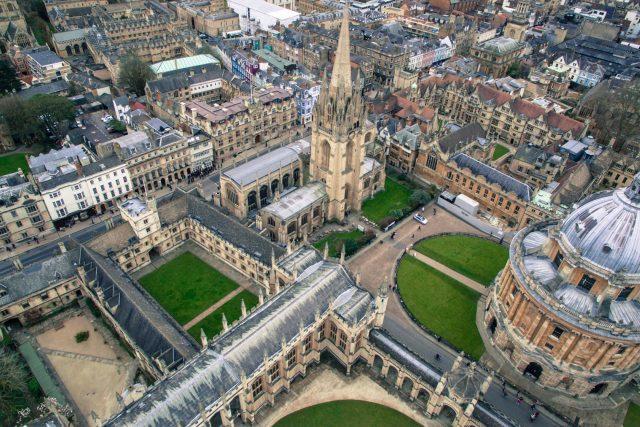 Oxfordská univerzita v Oxfordu,  poblíž Londýna ve Velké Británii | foto: Fotobanka Unsplash  (5229636)