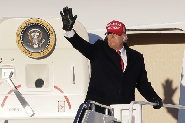 Trump se loučí s příznivci na jednom z předvolebních mítinků