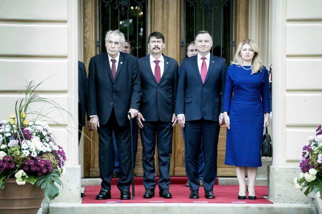 Prezidenti V4 jednají v Lánech. Miloš Zeman, János Áder, Andrzej Duda, Zuzana Čaputová.