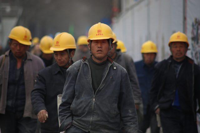 Čína, Číňané, průmysl, průmyslová výroba, dělníci (ilustrační foto)
