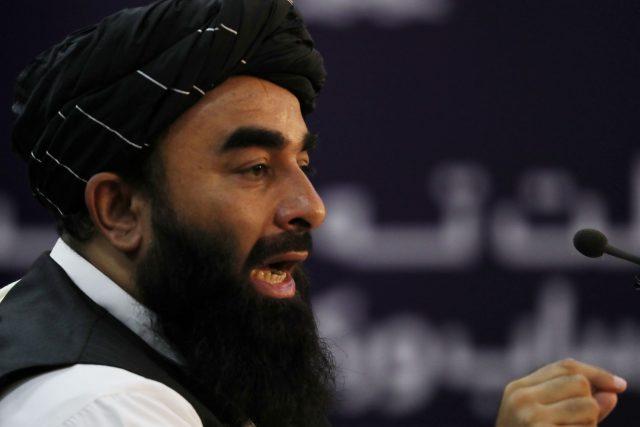 Zabíhulláh Mudžáhid byl řadu let mluvčím Tálibánu,  v nové vládě vede ministerstvo informací | foto: Reuters