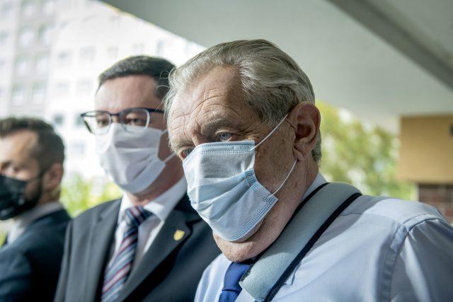Prezident Miloš Zeman během prvního kola senátních voleb | foto: Michaela Danelová,  iROZHLAS.cz