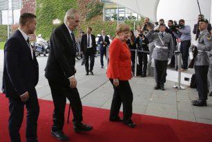Miloš Zeman na návštěvě Berlína, na snímku s Angelou Merkelovou