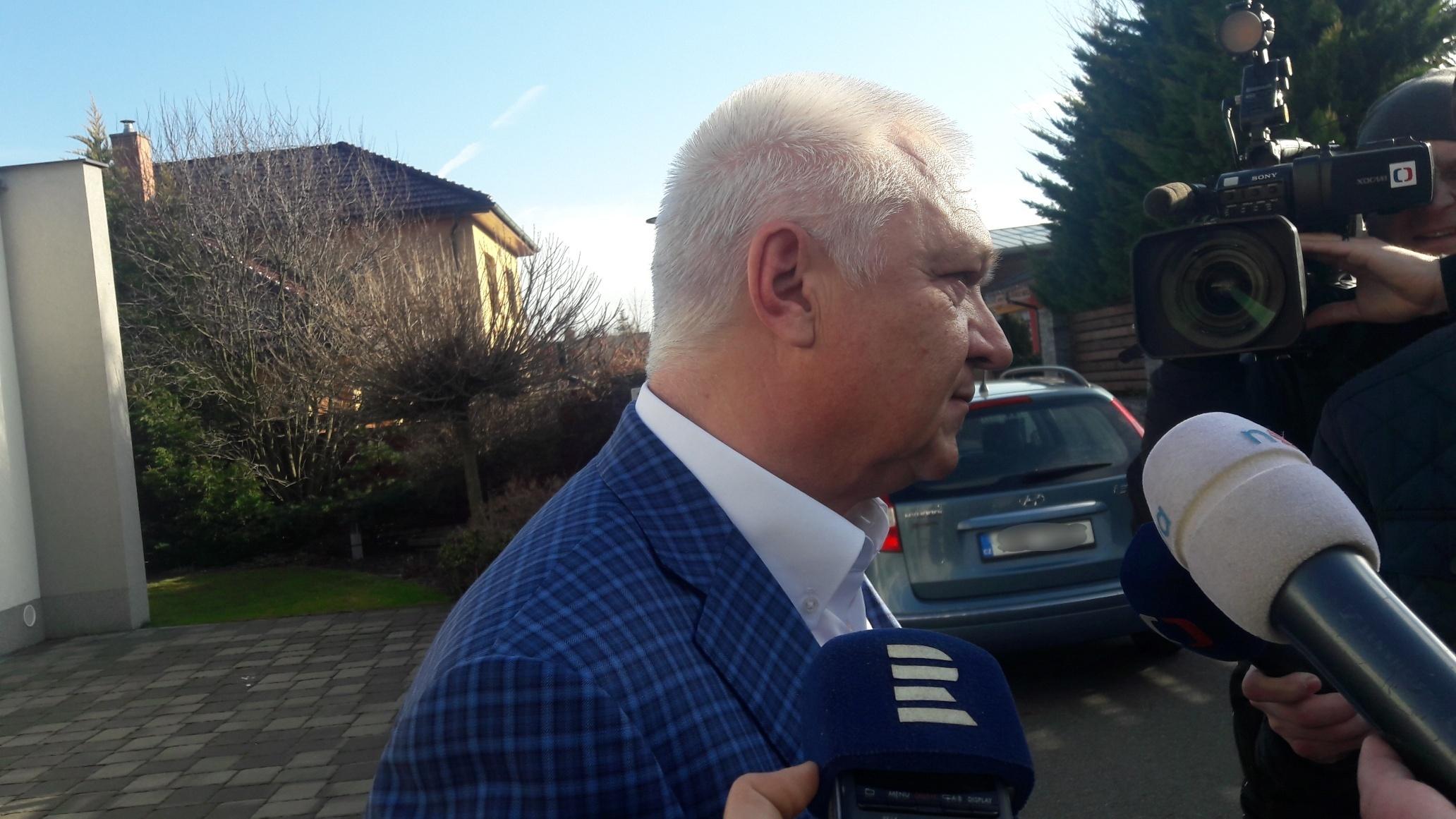Místopředseda ANO Jaroslav Faltýnek před svým domem v Prostějově