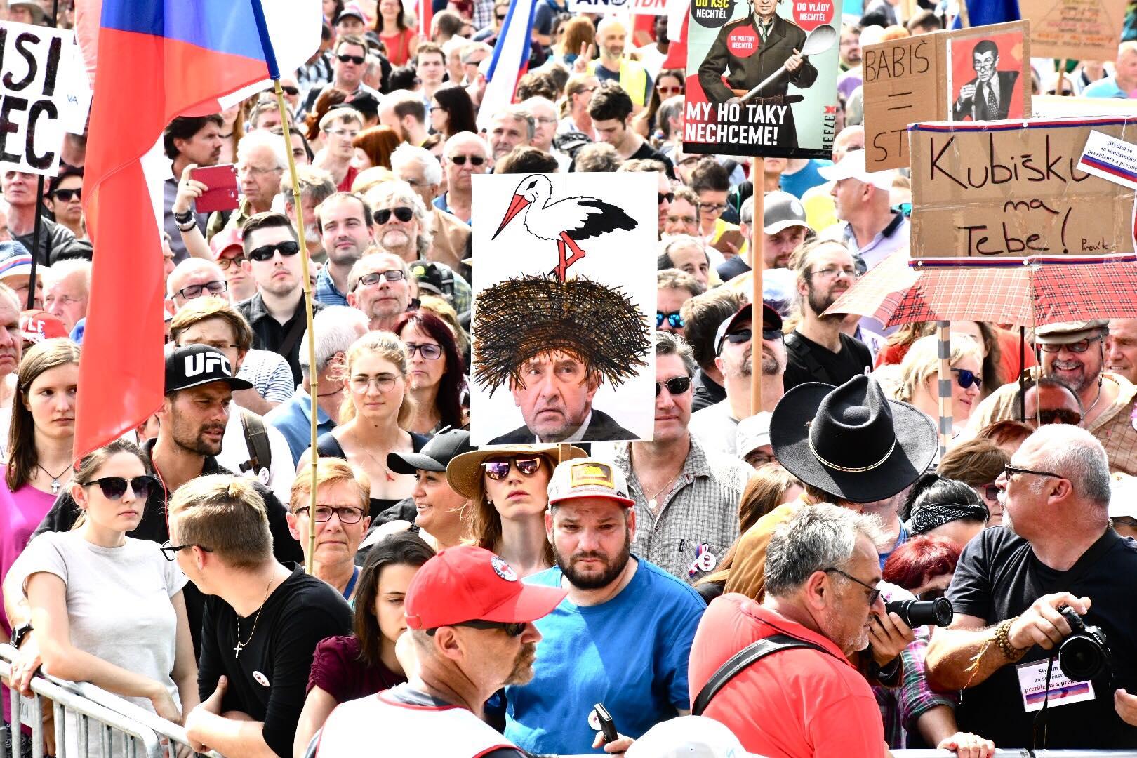 Demonstranti na Letné