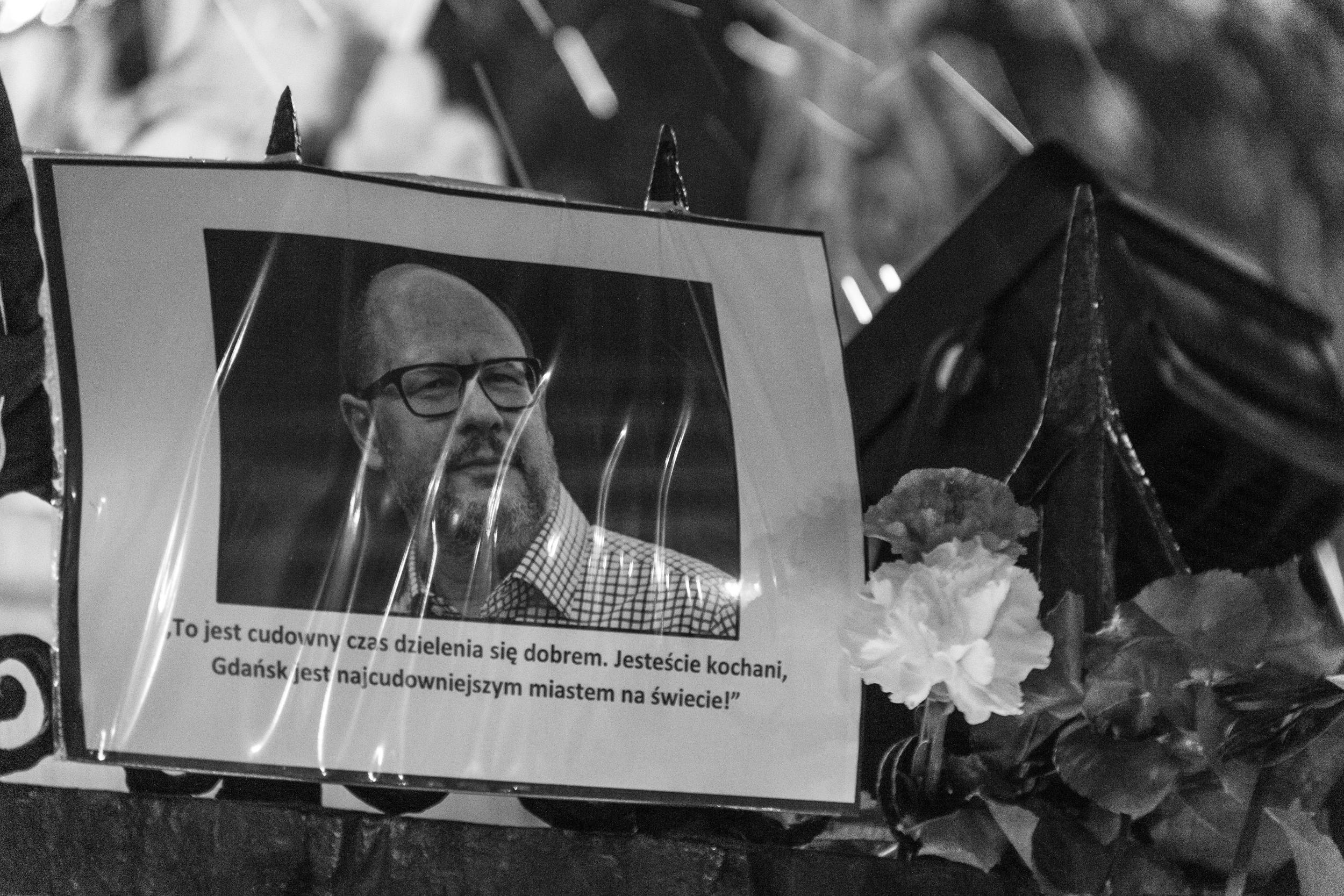 Pawel Adamowicz byl starostou Gdaňsku od roku 1998, pošesté byl do této funkce zvolen loni v listopadu. V 80. letech byl součástí protikomunistického odborového svazu Solidarita.
