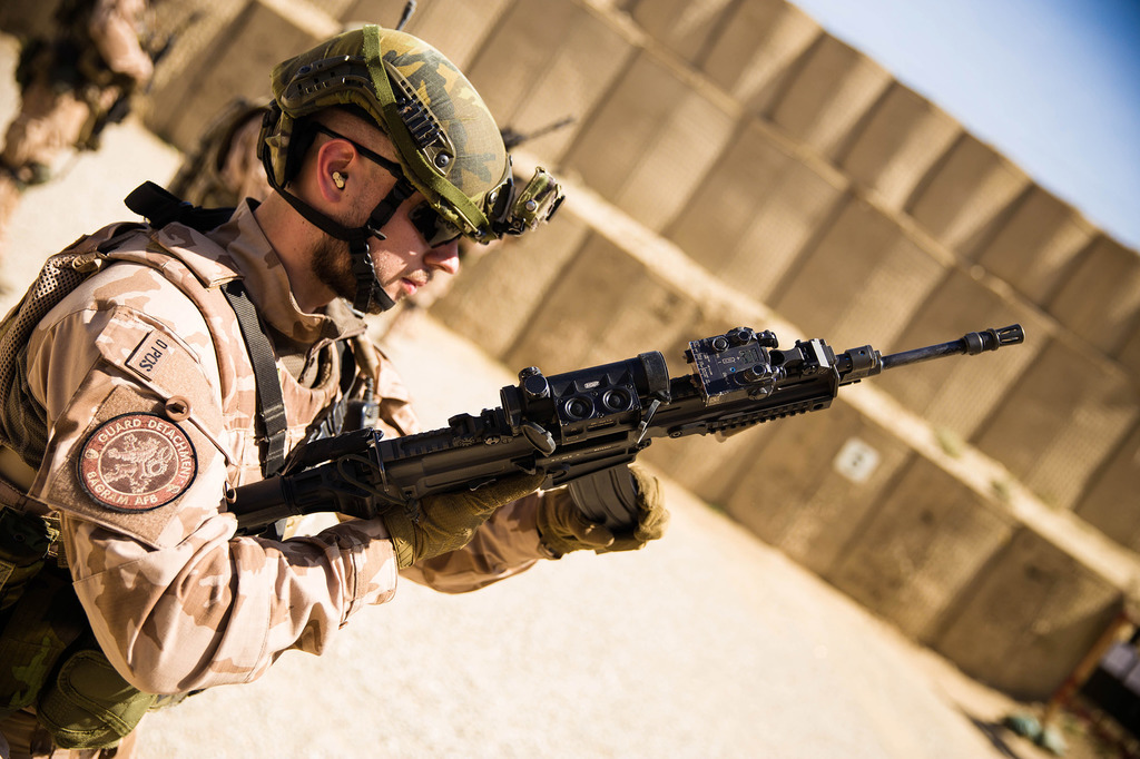 Střelecká příprava českých vojáků v Afghánistánu