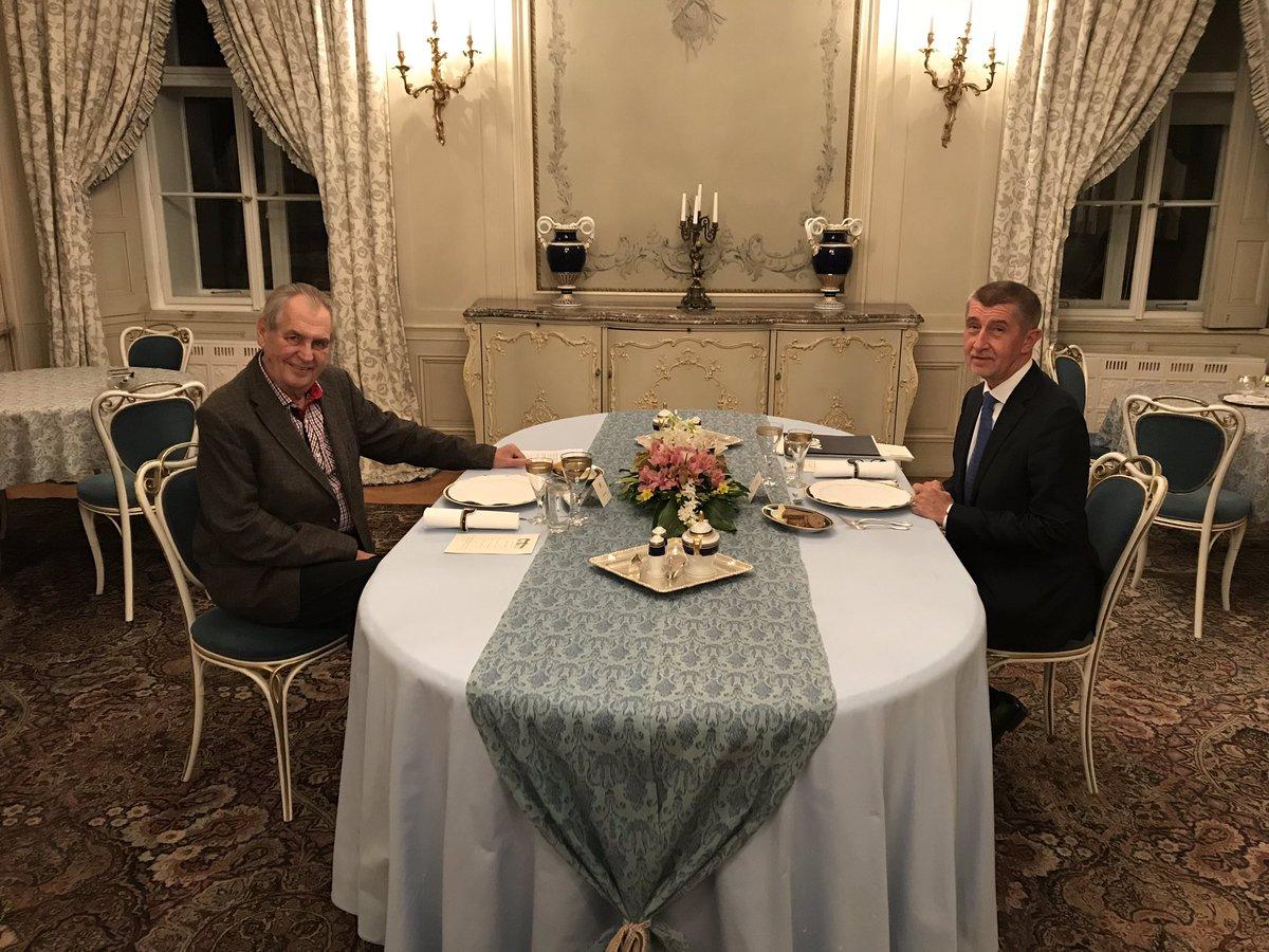 Prezident Miloš Zeman a premiér Andrej Babiš při schůzce v Lánech