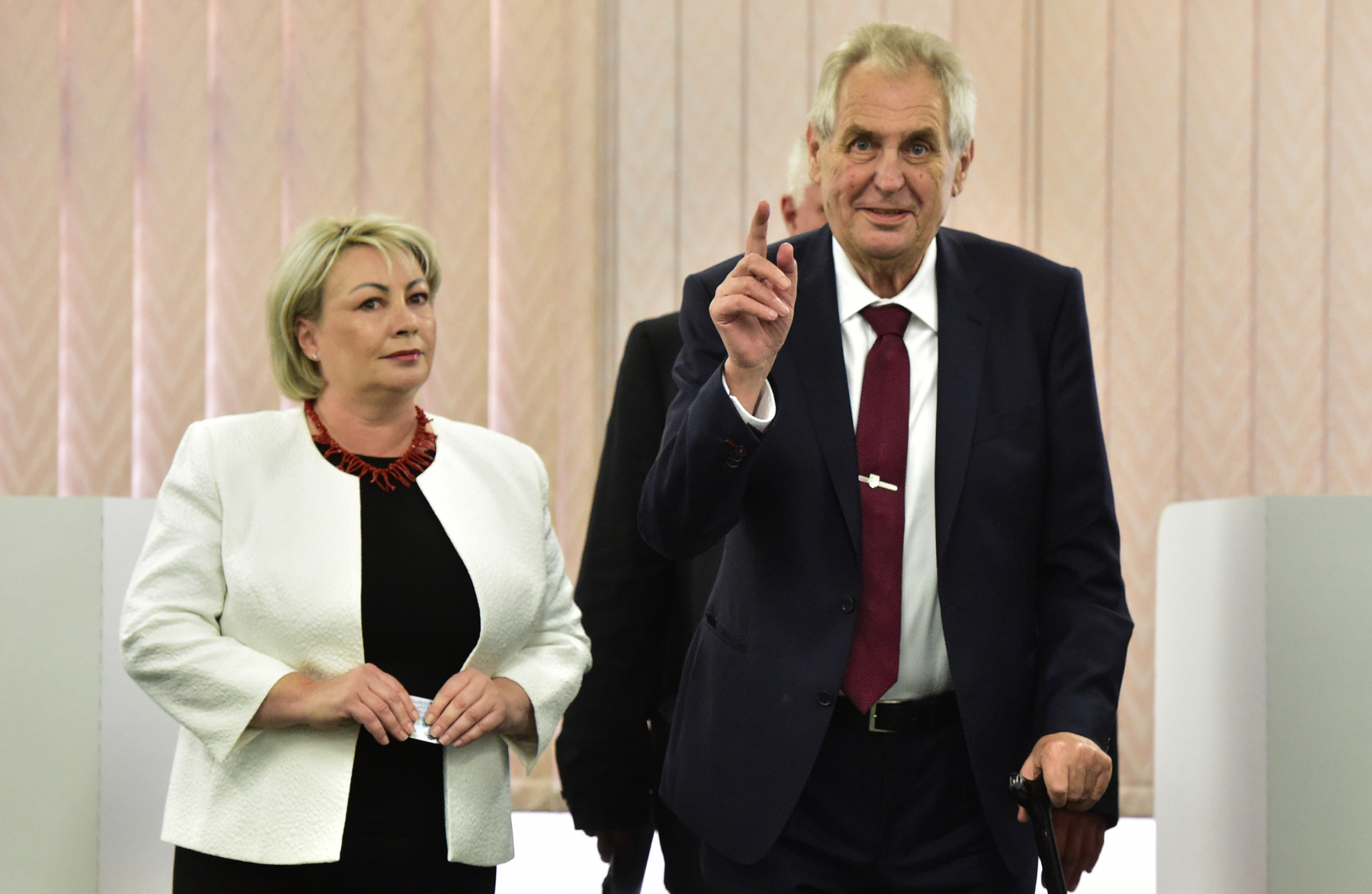 Prezident Miloš Zeman a první dáma Ivana Zemanová byli volit v budově Základní školy v Brdičkově ulici v Praze 5 – Lužiny.