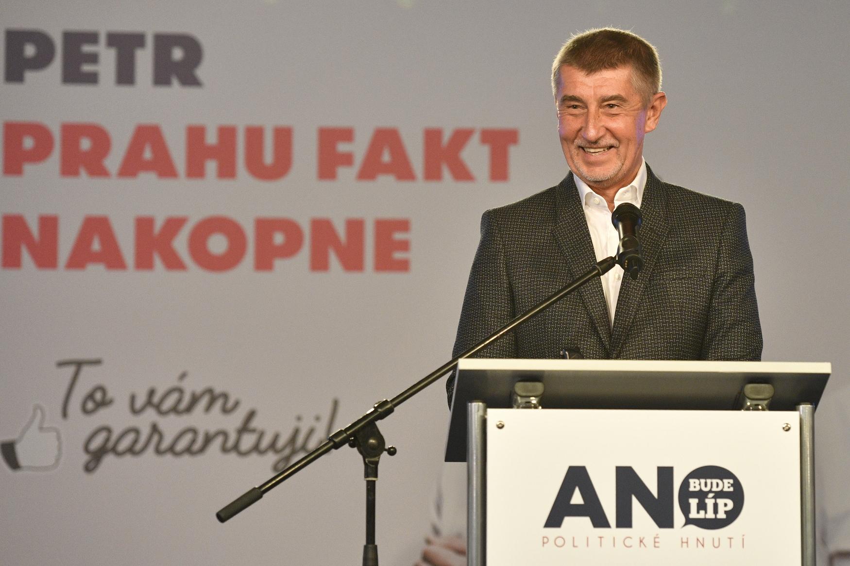 Premiér a předseda hnutí ANO Andrej Babiš ve volebním štábu v obchodním domě Kotva v Praze.