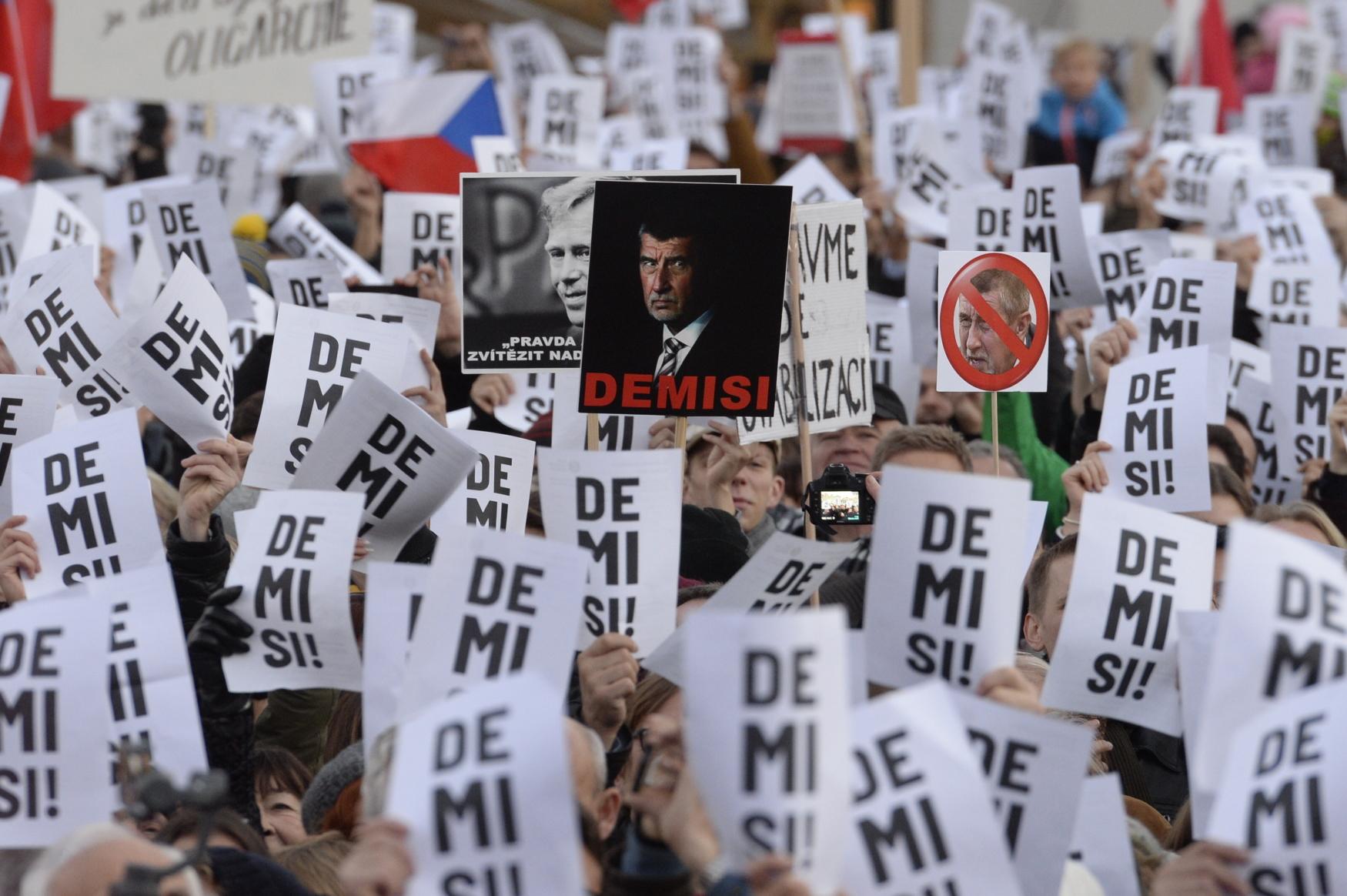 Demonstrace na Staroměstském náměstí za odstoupení premiéra Andreje Babiše z hnutí ANO, 17. listopadu 2018