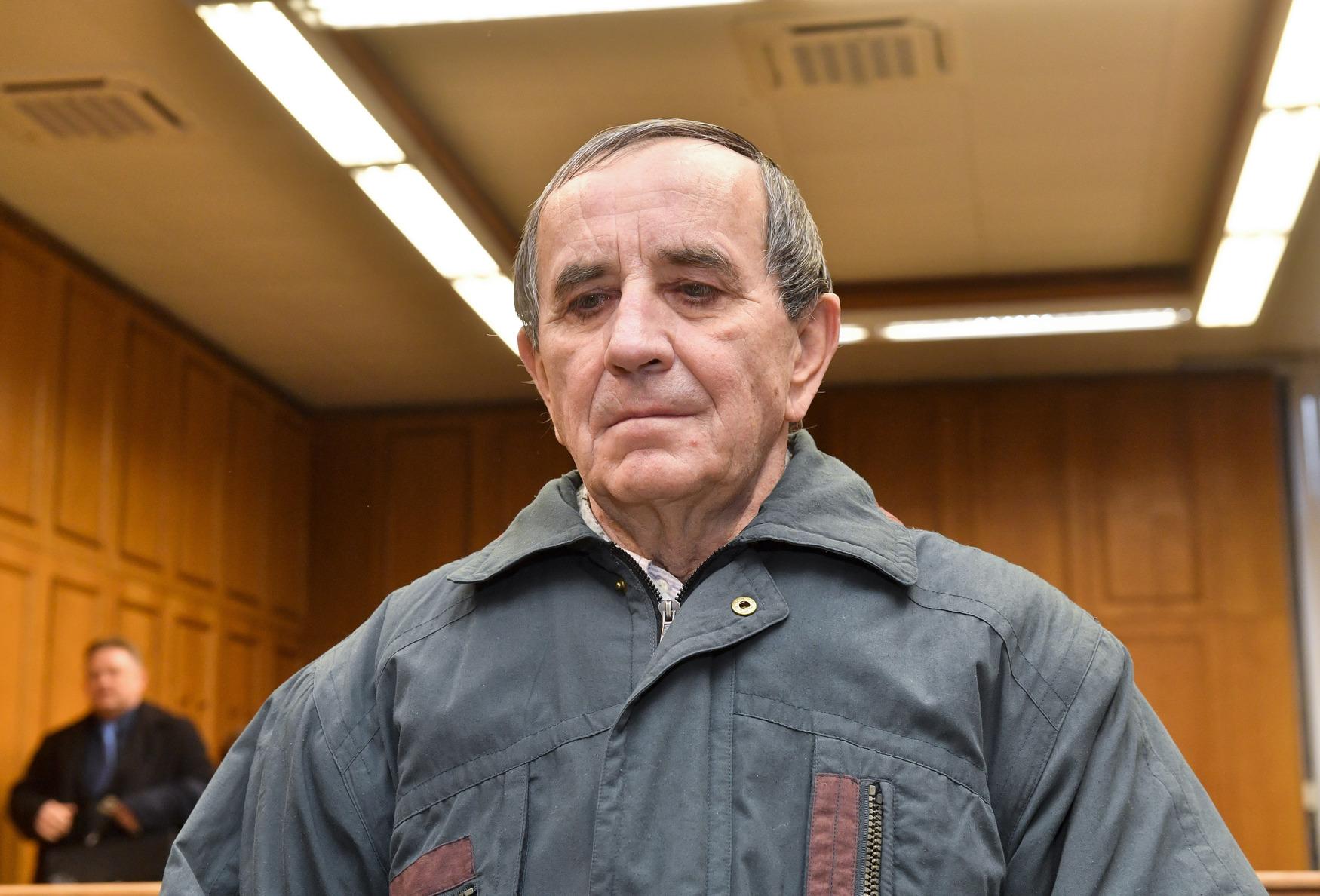 Jedenasedmdesátiletý Jaromír Balda se u soudu přiznal k pokácení dvou stromů na železniční tratě a způsobení nehod dvou vlaků.