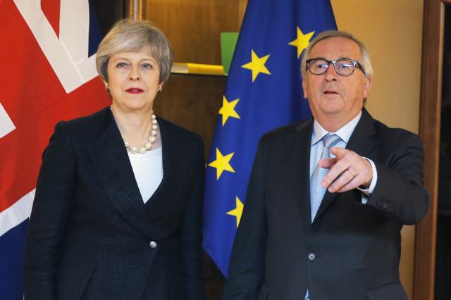 Theresa Mayová se den před druhým hlasováním o brexitu setkala s Jeanem-Claudem Junckerem.