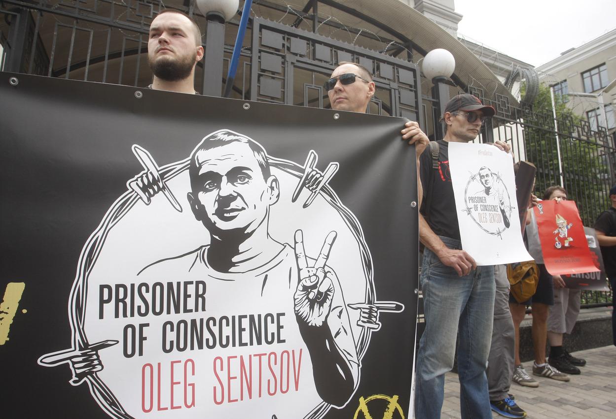 Demonstrace za propuštění Olega Sencova, známého filmového režiséra, jehož ruská justice na základě vykonstruovaného obvinění z terorismu poslala na 20 let za mříže. Kyjev, 13. června 2018.